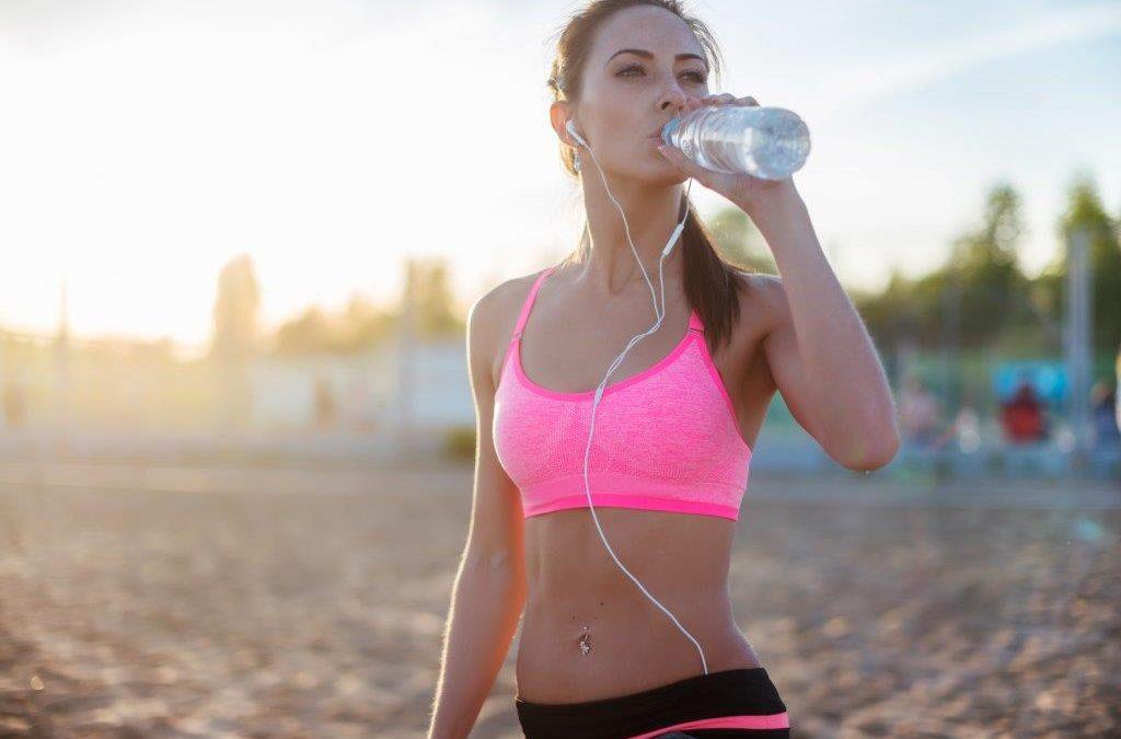 Cómo hidratarse en verano. Decálogo para evitar la deshidratación.