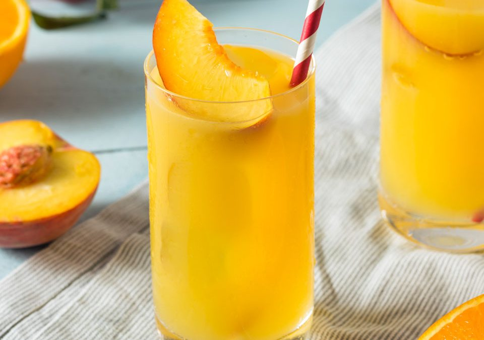 Zumo de melocotón y naranja